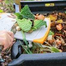 Cara membuat pupuk kompos dapat dilakukan dengan mudah di rumah
