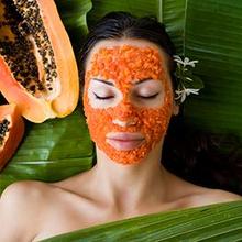 Memutihkan wajah secara alami bisa menggunakan buah pepaya sebagai masker