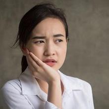 Cara mengatasi sakit gigi setelah ditambal sementara adalah minum obat pereda nyeri