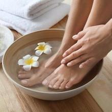 Cara mengeluarkan racun lewat telapak kaki dapat dilakukan dengan detoks telapak kaki