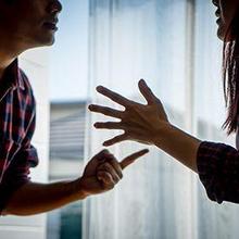 Playing victim adalah tindakan melempar kesalahan sendiri ke orang lain