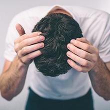 Cara menghilangkan ketombe dan rambut rontok harus disesuaikan dengan penyebab dan tingkat keparahannya