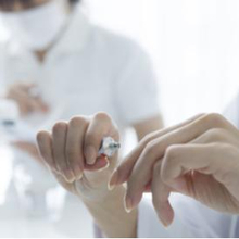Cara mengurangi hormon androgen pada wanita dapat dilakukan dengan terapi hormon