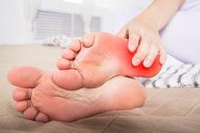 Obat asam urat alami, seperti cuka apel dan jahe dapat mengurangi nyeri sendi.