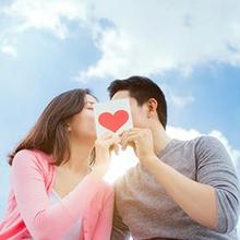 Ciuman membakar kalori lebih banyak jika Anda dan pasangan mengombinasikannya dengan aktivitas seksual lain