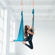 Ada banyak manfaat yoga aerial bagi kesehatan