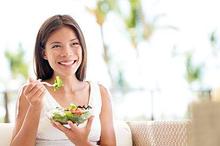 Nutrisi dan makanan diet perimenopause berfokus pada protein, omega-3, serat, dan kalsium