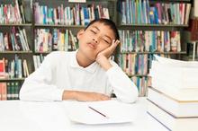 Disleksia adalah gangguan belajar yang menyebabkan anak kesulitan membaca dan mengingat suatu susunan