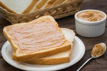 Kalori roti tawar putih lebih tinggi dibandingkan kalori roti gandum, apalagi jika ditambah dengan selai