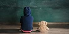 Gejala autisme pada anak perempuan salah satunya adalah kesulitan untuk berteman.