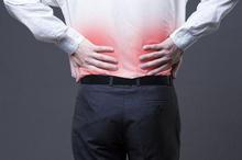Nyeri punggung bagian bawah menjadi salah satu gejala infeksi ginjal yang dapat terjadi