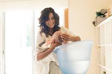 Cara memandikan bayi baru lahir untuk pertama kalinya