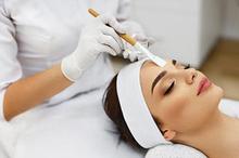 Perawatan wajah seperti menggunakan masker dapat dilakukan untuk mengatasi masalah pori-pori besar