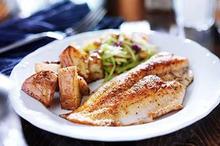 Salah satu manfaat makan ikan adalah memenuhi kebutuhan nutrisi harian