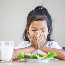 Cara mengatasi anak susah makan nasi bisa adalah dengan memberikan variasi makanan