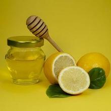 Manfaat minum lemon dan madu salah satunya meredakan sakit lambung