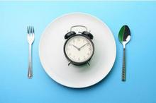 Intermittent fasting adalah membagi waktu untuk puasa dan makan