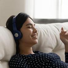 Bahaya headset bila digunakan terlalu lama dengan suara kerasa adalah hilangnya fungsi pendengaran