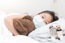 Demam rematik pada anak bisa terjadi ketika radang tenggorokan akibat infeksi bakteri Streptococcus tidak tertangani dengan baik
