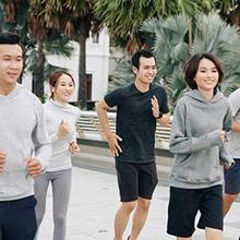 olahraga untuk bronkitis yang baik antara lain berenang dan jalan santai