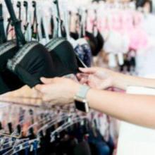 Usia yang tepat memakai bra tergantung pada perkembangan payudara remaja perempuan