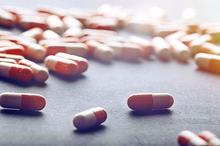 Kapsul cacing dipercaya masyarakat bisa menjadi obat tipes