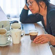 kecanduan kopi membuat badan gemetar
