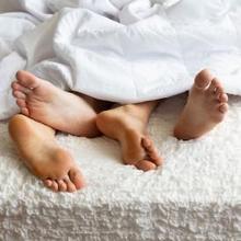 Kecanduan seks dapat berupa menghabiskan banyak waktu untuk hal-hal terkait seks
