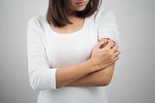 Penyebab kulit kering bersisik salah satunya adalah eksim