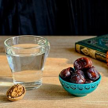 Khasiat air zam zam antara lain bisa menurunkan kolesterol dan menyehatkan tulang