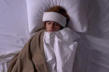 Kompres penurun panas dapat membantu mengatasi demam