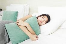 Larangan tidur siang saat haid dianggap bisa merusak penglihatan