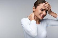 Leher kaku dan kepala pusing yang tidak tertahankan benarkah selalu menandakan gejala meningitis