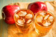 Minum es saat buka puasa tidak hanya menyegarkan, tetapi juga bermanfaat bagi tubuh!