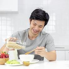 Intensitas olahraga yang akan Anda lakukan adalah pertimbangan untuk sarapan terlebih dahulu atau tidak