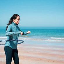 Manfaat hula hoop antara lain mengecilkan lingkar pinggang