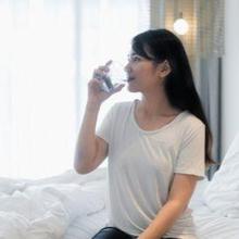 Manfaat minum air putih di pagi hari dapat membantu metabolisme tubuh