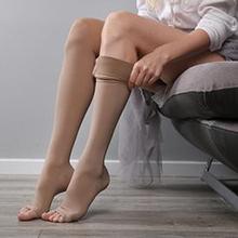 Stoking kompresi digunakan sebagai terapi untuk mengatasi masalah tertentu pada kaki.