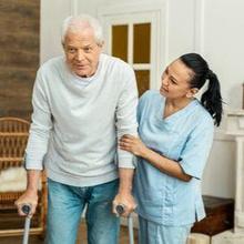 Caregiver adalah seseorang yang membantu lansia untuk menjalankan aktivitas sehari-hari.