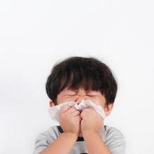 ISPA pada anak dapat menyebabkan hidung tersumbat dan bersin-bersin