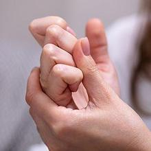 Kebiasaan membunyikan jari dilakukan mungkin karena banyak orang suka dengan bunyinya