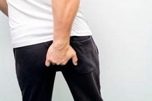 Abses perianal atau bisul di anus menimbulkan rasa sakit di sekitar dubur dan nyeri saat BAB