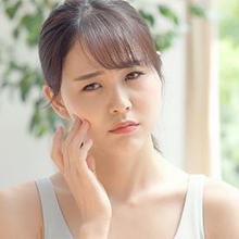 Kulit sensitif adalah kulit yang bereaksi berlebihan terhadap berbagai faktor dari lingkungan