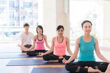 Gerakan hatha yoga merupakan gerakan dasar dari berbagai jenis yoga