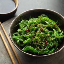 Wakame adalah jenis rumput laut yang banyak dikonsumsi di Jepang