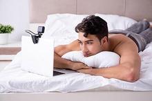 Sexting atau bertukar foto atau video pribadi, yang mengandung unsur seksual berbahaya