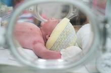 Blue baby syndrome dapat disebabkan oleh kelainan pada darah jantung atau paru-paru