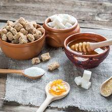 Sukrosa adalah gula disakarida yang terbuat dari fruktosa dan glukosa