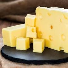 Vitamin K2 bisa didapatkan lewat keju dan produk olahan susu lainnya