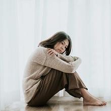 Episode depresif membawa banyak gejala yang membuat seseorang terus melakukan dan memikirkan hal-hal negatif
